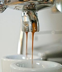 ESPRESSO von ESCURO   handgerösteter Single Origin Espresso, 100% Arabica Kaffeebohnen aus Brasilien (250g)   säurearme, bekömmliche Espressobohnen   Espresso, Kaffee -